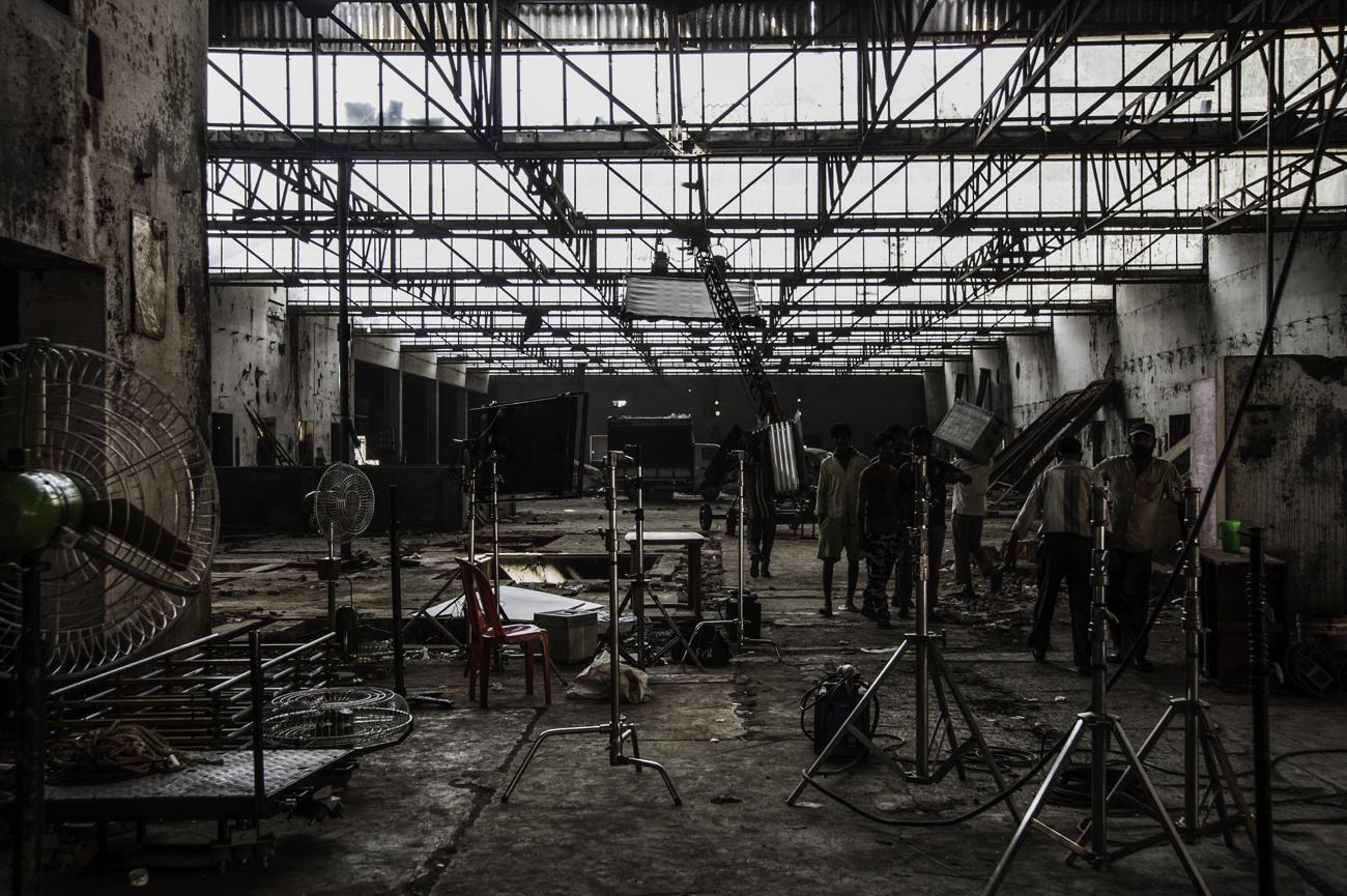 Hangar servant pour un décor de film à Bangalore. Plus les acteurs sont connus, moins ils peuvent tourner en extérieur.