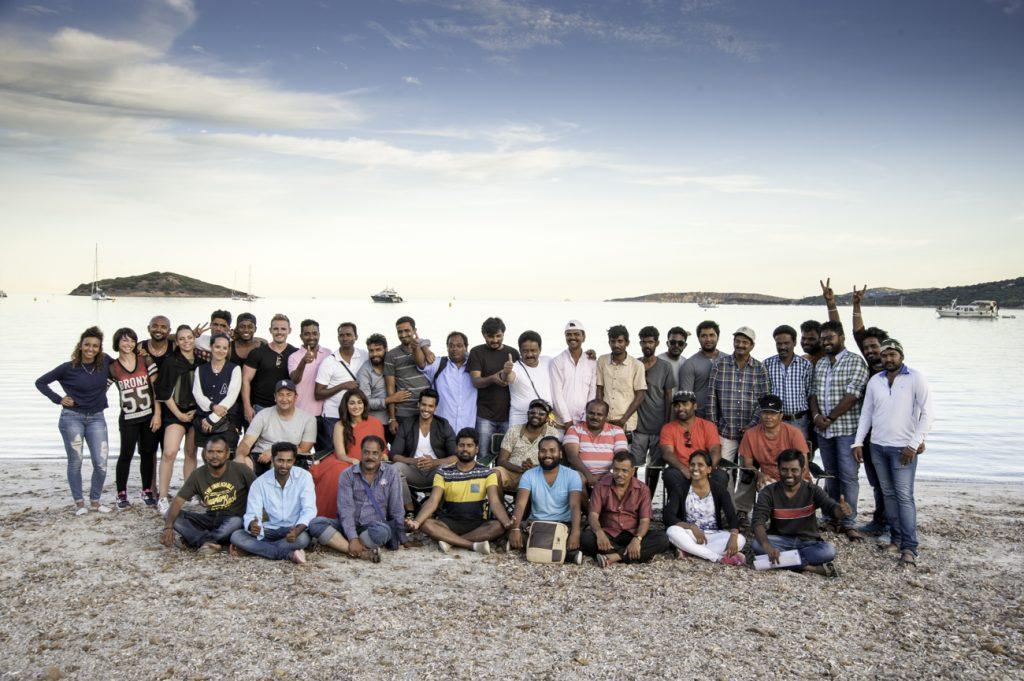 L'équipe du film au complet : les français et les indiens ayant travaillé sur le projet.